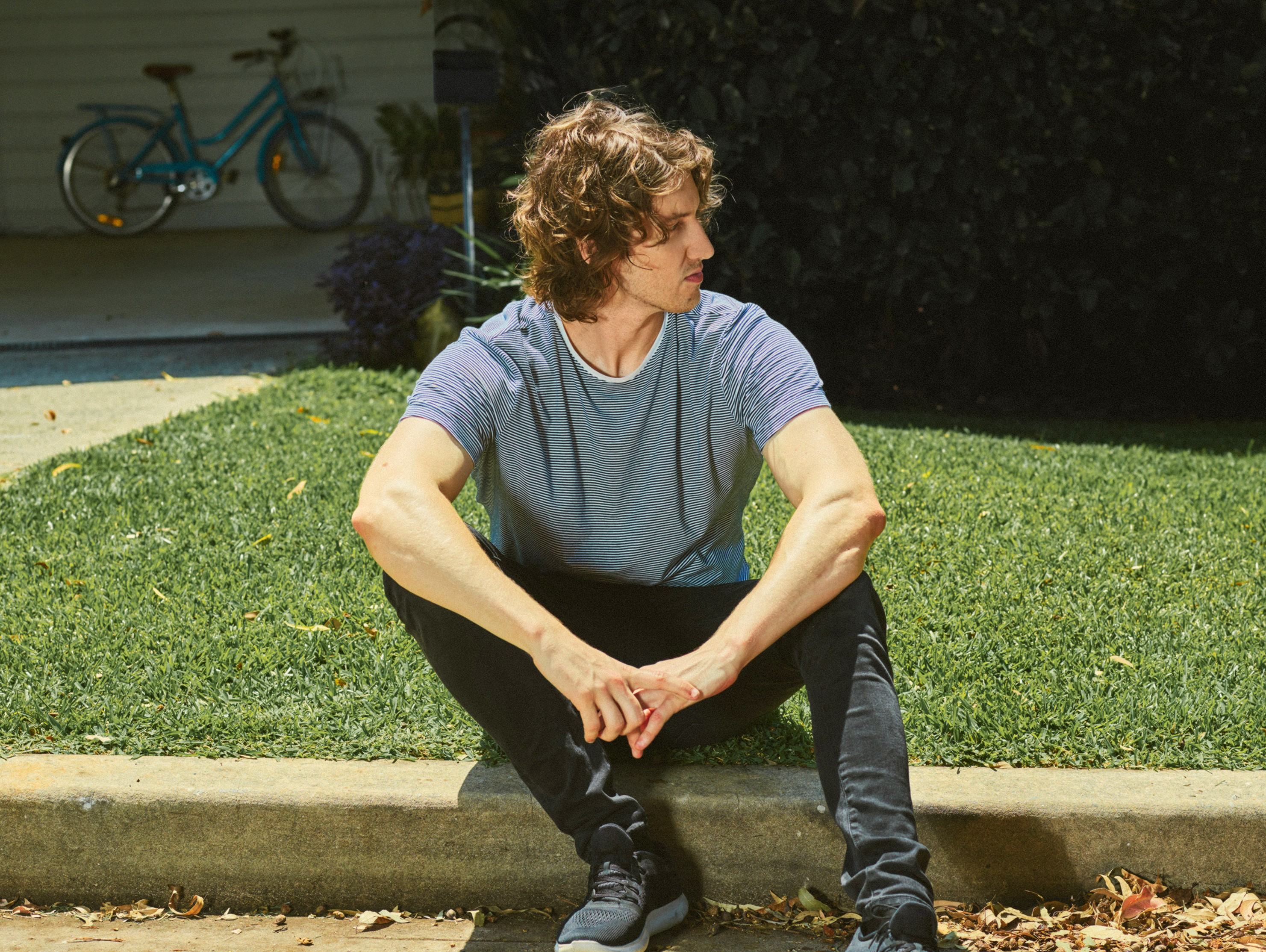 DEAN LEWIS RETURNS HOME THIS MAY