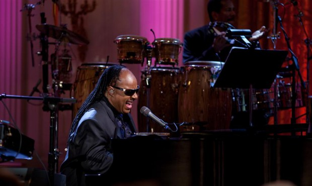Stevie_Wonder_performs
